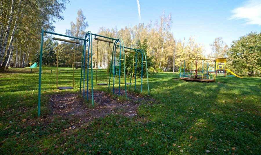 Детская площадка на базе отдыха