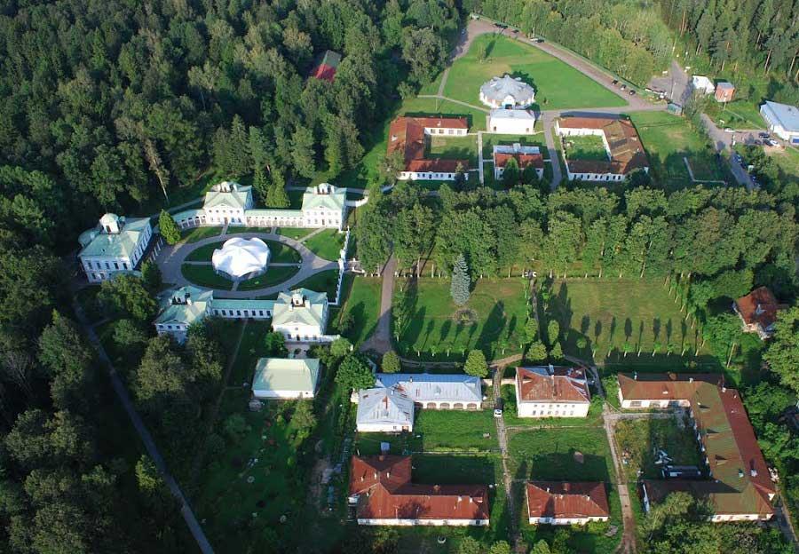 Вид сверху на усадьбу Середниково