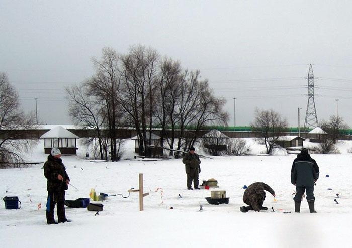 Зимняя рыбалка в Дубках